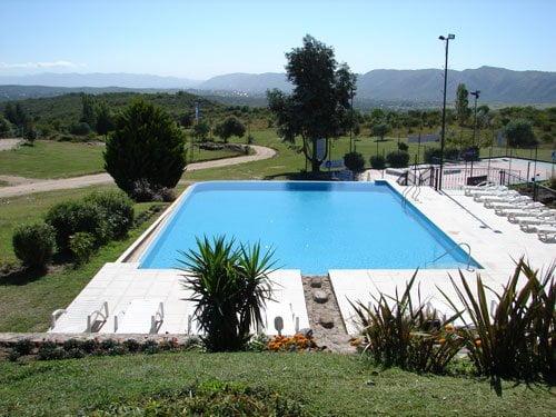 Vista completa de la piscina 5 cascadas