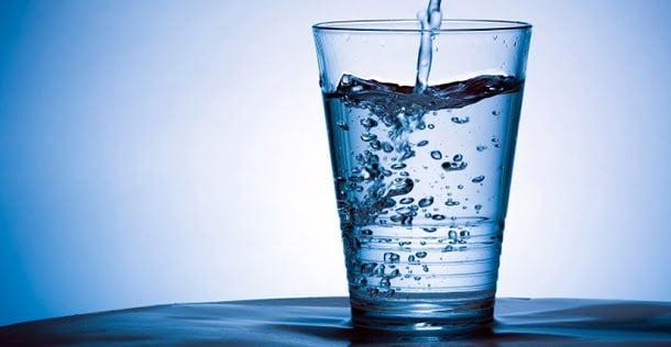 Por qué tomar agua: 6 importantes razones