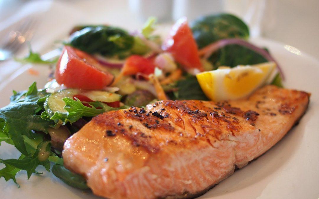 6 grupos de alimentos que te ayudarán a superar el estrés laboral