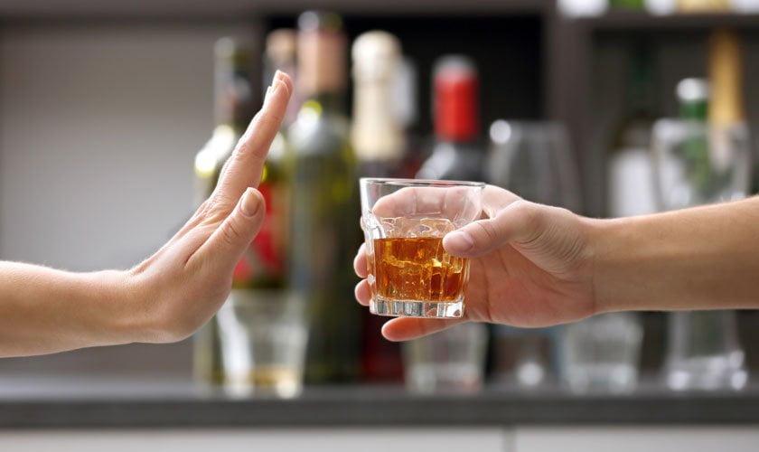 ¿Existe un vínculo entre el consumo de alcohol y las enfermedades crónicas?
